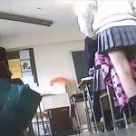 【盗撮動画】単刀直入に言って本物です!関係者が逮捕された現役JK撮り師鬼姫の女子校内パンチラ映像がコレ!