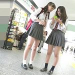 【HD盗撮動画】制服女子高生二人組の純白パンティ!美少女を執拗に尾行して高画質パンチラを撮りまくったwww