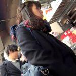【HD盗撮動画】彼氏君と放課後デート中の激カワ女子高生のパンティを尾行しながら撮影しまくるパンチラ撮り師w