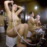 【HD盗撮動画】※隣りにラスボス完備!女子風呂洗い場で巨乳をプリンプリンと揺らす全裸お姉さんを鑑賞www