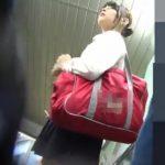【盗撮動画】ハツラツとしたピチピチ下半身の美少女JKを狙い撃ち!スカート内からパンチラを撮るために尾行中www