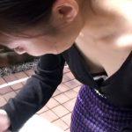 【HD盗撮動画】街頭アンケートの真の目的!胸元の緩いギャルに狙いを定めて胸チラ撮影!乳首GETの瞬間!