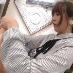 【盗撮動画】すました顔でお仕事中のショップ店員のお姉さんを逆さ撮りすると尋常でない食い込みパンチラGETw