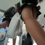 【盗撮動画】美少女女子高生を発見すると徹底的に尾行!追跡しながらパンチラを逆さ撮りする絶景映像www