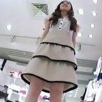 【盗撮動画】言葉使いも丁寧なハイクラス美人ショップ店員さんはパンチラが尋常でなく食い込み散らかしてたwww