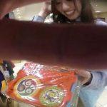 【盗撮動画】ベビーグッツの売り場で働く愛想のいいショップ店員の美人お姉さんのスカート内から逆さ撮りパンチラ!