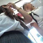 【盗撮動画】顔モザが所々で外れて意味ナシ!通学中の制服女子高生にストーカー尾行でパンチラを入念撮りwww