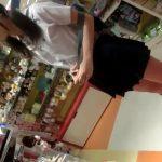 【盗撮動画】美少女JKを発見して責めまくる逆さ撮り師!パンチラのみならずブラチラまで到達する偉業達成www
