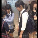 【盗撮動画】激カワJK達のパンチラ映像にどう見ても詳細に触れられない危険な香りのする女の子が混入www