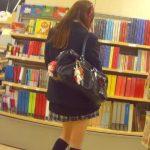 【盗撮動画】文房具販売コーナーで放課後の制服女子校生の純白パンティを拝見するパンチラ映像発見www