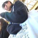 【盗撮動画】清純女子校生の純白パンティ!駅構内で発見した美少女がスマホに夢中な好きにパンチラ攻略www