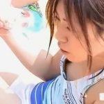 【盗撮動画】よっしゃーテンションアゲアゲ!プールサイドで水着が浮いて乳首露出中ギャルの胸チラ映像www