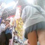 【HD盗撮動画】放課後の制服女子校生に密着して下半身を逆さ撮り!ピチピチ感が堪らないパンチラ映像www