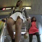 【盗撮動画】駅前で美人お姉さんに粘着してパンチラ撮影したはよいが場所バレ必須の状態でUPしてまった!