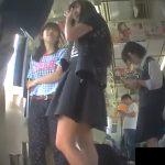 【盗撮動画】大人びた小○生か子供っぽい中○生かは定かではないが電車内でパンチラを逆さ撮りしたwww