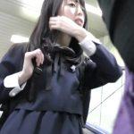 【盗撮動画】いかにも清純美少女なJKお嬢さんを痴漢魔が襲う!パンティをズラされて子宮内奥に侵入した指!