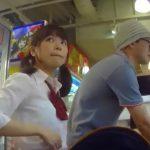 【盗撮動画】周りの目を引く歳の差カップル!現役JKでも遜色ない美少女ママを逆さ撮りしてパンチラ攻略www
