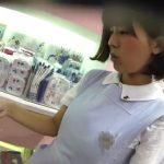 【HD盗撮動画】パンティを三日間穿き続けても清潔そうな清楚系美人ショップ店員さんのパンチラGETするwww