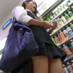 【HD盗撮動画】ラムネのボトルを持つ手付きが実にエロい清純美少女なJKのパンチラを綺麗撮りしたオレwww