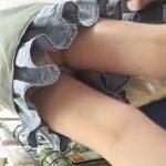 【盗撮動画】至る場所でパンチラ捕獲!ギャルの食い込みパンティを求めて逆さ撮りしまくる撮り師の投稿www