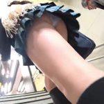 【盗撮動画】顔も可愛いが下半身が上質すぎ!足長美脚の美少女JKの太腿プルンプルンなパンチラ映像!