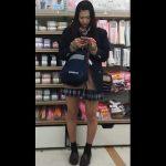 【HD盗撮動画】食い込みに年齢制限ナシ!最高キュートな小顔美少女の制服女子のパンチラ状況が無双www