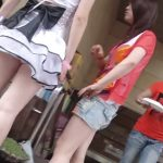 【HD盗撮動画】アジアの街角で発見した美脚ギャル二人組に心奪われて尾行してパンチラを捕獲したwww