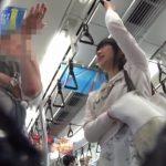 【盗撮動画】ムッチムチの真っ白い美尻に食い込む清純パンティ!ピュアな美少女のパンチラ逆さ撮りwww