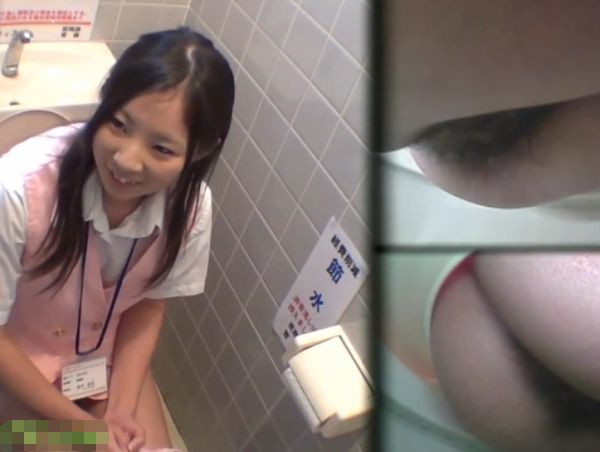 トイレ盗撮 マクド●ナルドとか制服きてる女子たちを撮ってみた。動画②