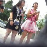 【HD盗撮動画】義務教育中でママとご一緒の美少女を発見したらパンチラを逆さ撮りするしかないwww
