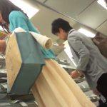 【盗撮動画】ロングスカートの中の純白パンティ!買い物中のおねえさんを逆さ撮りしたパンチラ映像!