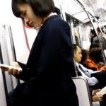 【HD盗撮動画】ウブそうな美少女JKを舐め回すように撮影して尾行!エスカレーターで捲りパンチラ!