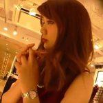【盗撮動画】絶世美人で妙に色っぽいショップ店員のお姉様のパンチラを逆さHERO氏が隠し撮りしたwww