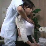【動画】胸部の盛り上がりが強調されたデカパイ美人お姉さんに欲情した整体マッサージ師がレイプ施術!