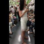 【盗撮動画】白いワンピースが妙に色っぽい大人の美人お姉さんの純白パンティを逆さ撮りGETしたwww
