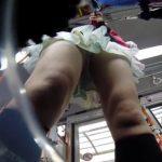 【盗撮動画】地方で乗車したバス車内でパンチラや胸チラを隠し撮り放題!開放的なチラリズム満開www