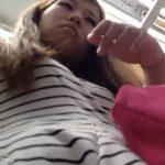 【盗撮動画】お姉さんに粘着してパンチラ撮影!パンティから露出してしまった陰毛映像もGETしたwww
