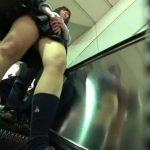 【盗撮動画】現役女子校生の鮮度抜群な下半身から絶妙なアングルでパンチラを撮影するwww