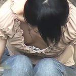 【盗撮動画】自分専用!街中で胸チラどころか乳首まで露出してしまった美人ギャルの放送事故www