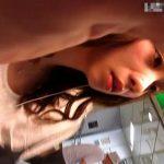 【盗撮動画】生粋の危険人物として何かと話題の「いたずらっ子し隊」がまたも美女に付き纏い捲りパンチラ!