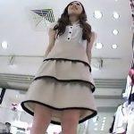 【盗撮動画】大人の色気漂う美人ショップ店員さんのスカート内を逆さ撮りすると順調な食い込み具合www
