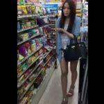 【盗撮動画】さすがは美貌の美人若妻!鮮度も保持しながらエロい食い込みパンチラをご披露するwww