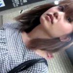 【盗撮動画】メッチャ可愛い素人ギャルを尾行してエスカレーターで捲りパンチラする!いたずらっ子し隊www