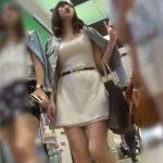 【盗撮動画】絶妙にヤリマンそうなデカパイ美人ギャルを尾行して勝負パンティを撮影したパンチラ撮り師www