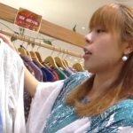 【盗撮動画】熱心に接客してくれる茶髪のショップ店員さんのパンチラを撮影し突ける逆さHERO氏www