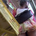 【盗撮動画】私服姿のお洒落な美少女に粘着してパンティ映像を乱獲するパンチラ撮り師が投稿したwww