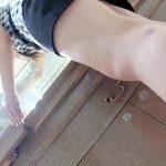 【盗撮動画】アクセサリー売り場の上品なショップ店員の美人お姉さんを逆さ撮りしたパンチラ映像公開!