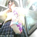 【盗撮動画】可愛らしい制服女子高生のパンチラ求めて電車内を徘徊!鮮度抜群な下半身とパンティwww