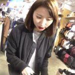 【盗撮動画】真っ赤な唇が印象的なショップ店員さん!ちょっとヤンチャそうな美人のパンチラ逆さ撮り!