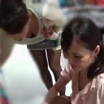 【盗撮動画】もうサイコー!買い物中の清楚系美人お姉さま二人組に無断で粘着して胸チラ撮り放題www